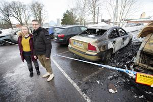 För två veckor sedan köpte Andreas och Sofie en bil. Natten till måndag förstördes den i en brand.