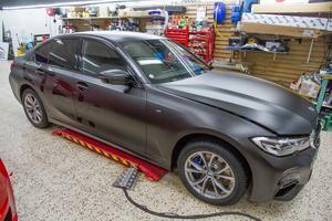 Foliering har blivit populärt. Det innebär att en tunn film monteras på på bilen och som ger bilen ett nytt utseende helt skräddarsytt efter kundens tycke och smak.