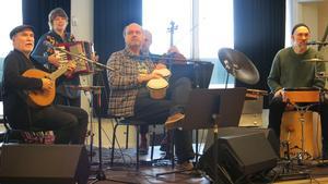Stina Elg och Mats Juhlin kom till Kulturhuset i Hallstahammar på lördagen för att spela i hop med Ale Möller Band. Bandet besöker fyra orter i länet  med sitt workshop, i ett samarbete med kulturskolorna på platsen.