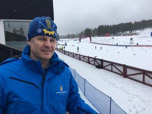 Jimmy Birklin, vd för Svenska skidspelen ogillar att evenemanget kastas runt i världscupkalendern. Istället vill han se att tävlingarna i Falun avgörs samma helg år från år.
