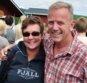 Fjällturismrävarna Ewa-Lis och Staffan Lindberg kom från Järpen enkom för att äta kakor.