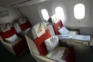 Vill du sitta lite bättre på flyget? Var trevlig!