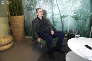Anders Olsson, tillförordnad ständig sekreterare för Svenska akademien ger beskedet att Nobelpriset i litteratur inte kommer att delas ut 2018, under en intervju med TT Nyhetsbyrån. Foto Janerik Henriksson/TT