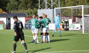 Bragejubel efter Kristian Andersens 1–0-mål.