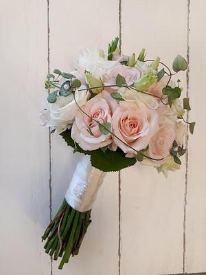 Det här är en av flera brudbuketter som Emilie Vallenstein har bundit. Foto: Privat