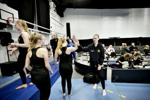 Ellen Åkesson Danielsson peppar lagkompisarna.