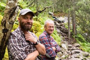 Tomas Kristoffersson, ledexpert inom Destination Vemdalen, och Halvard Svensson, markägare, konstaterar att stigen till Fettjeåfallet kommer att bli mycket mer lättvandrad.