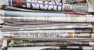 Massor av tidningar (dock i E-format), det får du som prenumerant. Foto: Helena Landstedt/TT