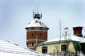 Vattentornet i Nora och kyrktornet är de två byggnader som syns och sticker ut var du än befinner dig i Nora. Arkivfoto: Göran Kempe.