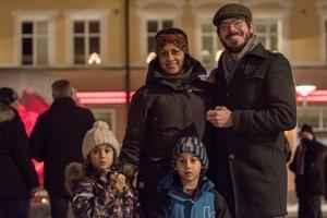 Niroshi, Erik, Alma och Elias Peters valde ett sent besök på Sveatorget.