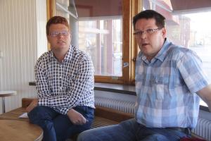 Olika falla ödets lotter – Fredrik Rönning kan om han vill styra efter behag i Smedjebacken medan Leif Pettersson måste hitta partier att samarbeta med om han ska få sitta kvar i Stadshuset.