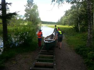 Hyr en kanot och paddla i de vackra omgivningarna vid Högbo bruk.