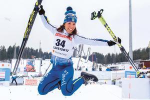 Under VM i Lahtis 2017 är Charlotte Kalla strålande lycklig efter att ha tagit silvermedalj i 10 km klassisk stil.Foto: BILDBYRÅN Carl Sandin