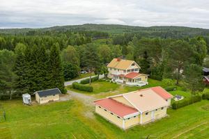 Den här fastigheten i Bjästatjärn såldes för 2,2 miljoner kronor. Foto: HusmanHagberg