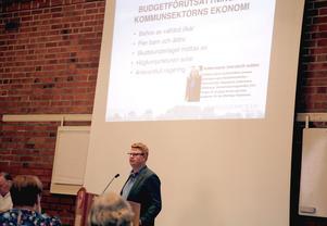 Kommunalrådet Fredrik Rönning (S) berömde både kommunens preliminära budget för 2019 och den sittande S-regeringen vid sista fullmäktigemötet före valet.