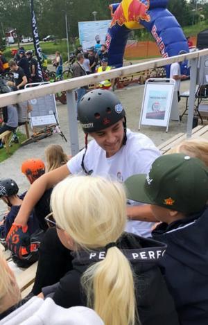 Filip Paalanen bar sin vanliga cykelhjälm när han kraschade i Järvsö.
