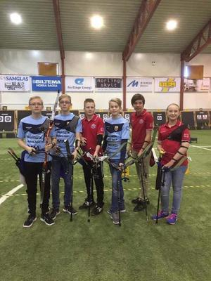Några av bågskyttarna under Junior-SM i Borlänge.