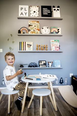 Samuel är fyra år – och stortrivs i sitt rum.