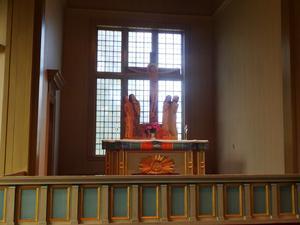 Altaret i Björna kyrka är helt i trä.