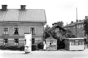 Kiosk på Lillågatan, Norr, 1960-tal. Fotograf: Stina Larsson (Bildkälla: Örebro stadsarkiv)