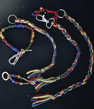 Under veckan har det varit många programpunkter. Bland annat har barnen provat på lite samiskt hantverk.