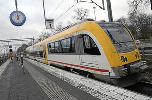 Moderaterna i Region Jönköpings län är kritiska mot att köp av tåg och bygget av en ny tågdepå planeras i ett särskilt bolag.