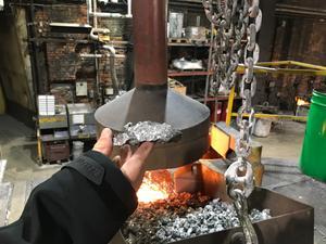 Roslagsgjuteriet är ett järngjuteri och gjuter gråjärn, gjutjärn och segjärn, vars olika egenskaper gör de exempelvis stumma (gråjärn) eller böjliga (segjärn).