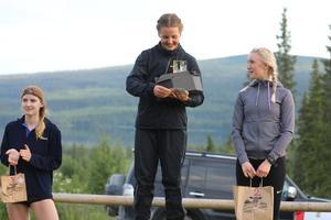 Till vänster: På tredjeplats Johanna Albertsson. Mitten: På första plats, Karolina Hedenström. Till höger: Andraplats, Julia Albertsson.