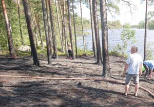 Håkan Johansson och andra personer från byn var på plats och hjälpte till att släcka elden.