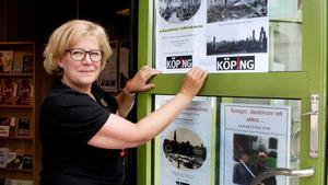 Annelie Hedvall, turismansvarig i Köping, hoppas på en ström av filmturister i sommar och erbjuder bland annat en karta med inritade filmmiljöer.(Foto: Lennye Osbeck)