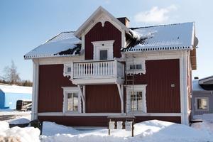 Den här fastigheten på Domsjövägen 74 såldes för 1,8 miljoner kronor.