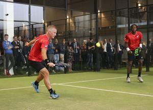 Tennisproffset Gael Monfils och Sverigeikonen Thomas Johansson spelar padel tennis vid invigningen av Cathella arena som är en nya tennisanläggningen i Danderyd. Foto Sören Andersson