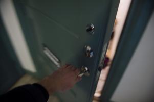 Det är någon vid dörren. Foto: Vilhelm Stokstad/TT