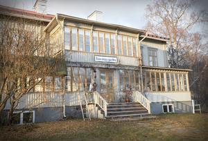 Genom årens lopp har gården besökts av otaliga kulturpersonligheter och konstnärer. Mest bemärkt var kanske konstnären Erland Cullberg, som hade sin ateljé på övervåningen i Annexet.