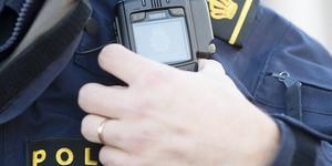 Polisen omhändertog en berusad man som uppträtt hotfullt i centrala Avesta på fredagseftermiddagen. Mannen ska bland annat ha sagt att han hade vapen. Obs: Bilden är tagen i ett annat sammanhang.