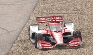 Marcus Ericsson i gruset utanför kurva 19 på formel 1-banan i Austin, Texas. Skärmdump: Indycars sändning