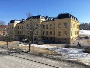 Tävlingen sker i Härnösands gymnasiums aula.
