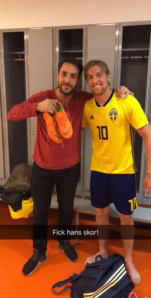 Nahir Chukro med Emil Forsberg på plats under Svenska Spels reklaminspelning, en obligatorisk snapchat var på sin plats.
