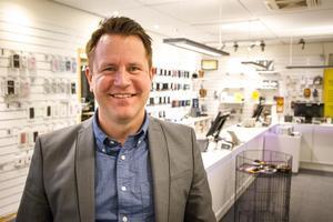 Henric Lööv beskriver sig själv som en mycket engagerad ledare och han ser fram emot att få leda butiken i Hudiksvall.