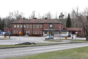 Kommunen har lagt minst 5,9 miljoner på de nya bibliotekslokalerna i stationshuset. En garanti för att Grängesberg får behålla biblioteket för överskådlig tid, hoppas och tror personalen.