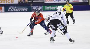 Martin Frid är en bandybjässe med utväxling få kan matcha på isen.