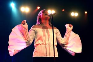 Nathalie Halvarsson sjöng Love on the brain av Rihanna.