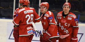 Åhström stod för 60 poäng på 49 matcher förra säsongen i Modos SM-guldvinnande J20-lag.