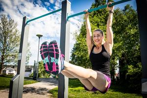 Isabelle Jakobsson jobbar som personlig tränare i Sundsvall och vill visa att det inte behöver vara krångligt att komma igång med träningen under semestern.