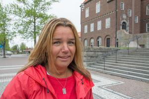 Anna-Caren Sätherberg (S) förmedlar s-kongressens syn på vårdpersonalens villkor.