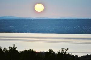Mashavet - siljan - erbjuder denna tid hänförelse dagligen. Här: solnedgång över Siljan från Söderås.