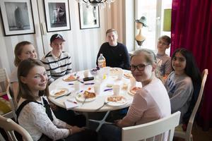 Rebecca Pettersson, Ebba Forsberg, Hugo Wiksten, Johan Eriksson, Filip Holmsten, Verna Zaher och Felicia Persson är några av de som ingår i gruppen.