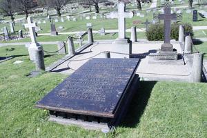 Kyrkoherden Magister A Dahlbom vilar i en av kulturgravarna på Ljusdals kyrkogård. Men hur vet vi vilka gravstenar som är värda att bevara? undrar insändarkribenten Gösta Sundberg.