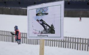 Backhoppning har varit en av tävlingsgrenarna vid Stensveden. Fast då nöjde man sig med att hoppa från plastbackar ner i snön.