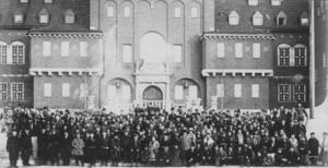 Idag inleds festivalveckan Staare 2018. Bilden från samiska landsmötet i Östersund 1918. Foto: Föreningen Gamla Östersund.